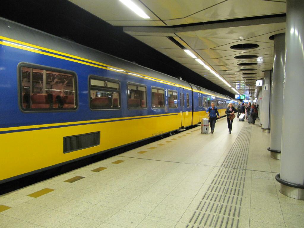 Platform 5 Schiphol train station