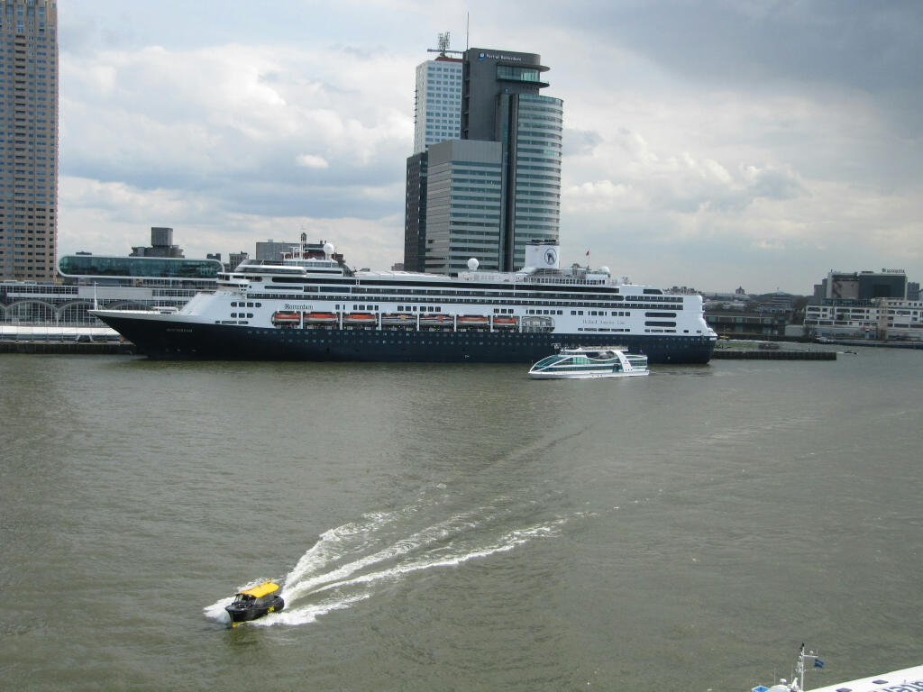 Spido's Abel Tasman getting up close to the Rotterdam