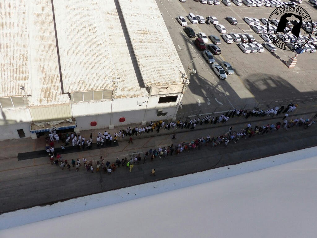 Eilat queue for landing card stamp