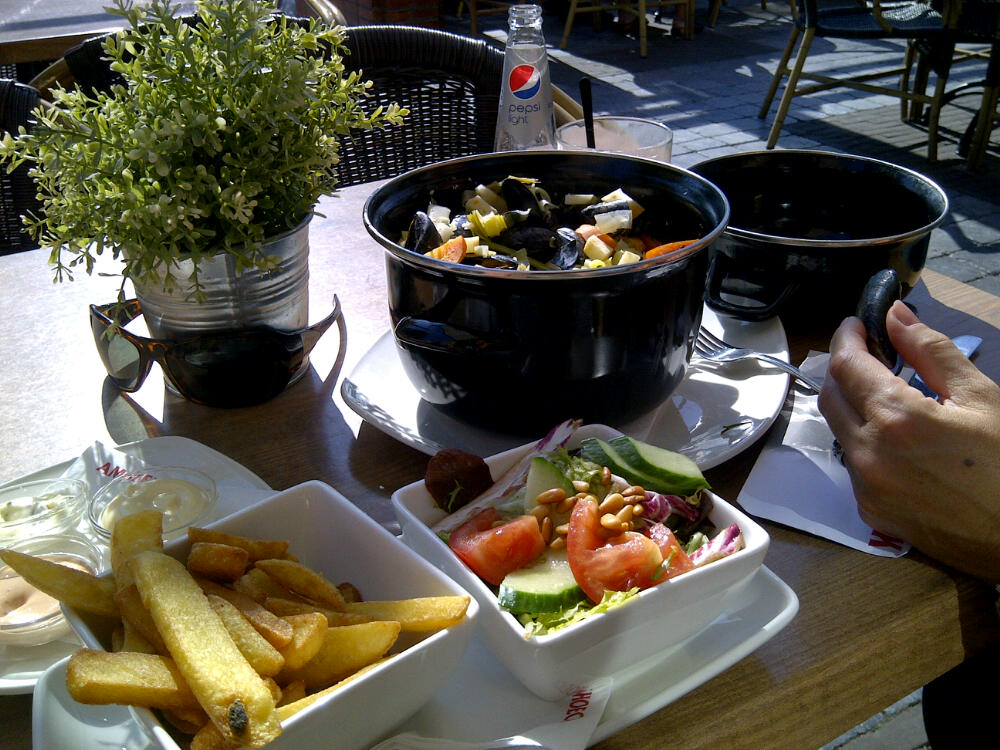 Moules, Fries & Salad for €6.50