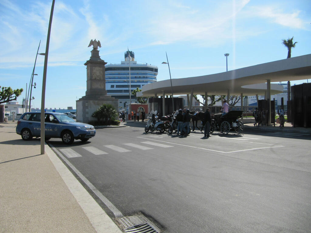 Main entrance to the port